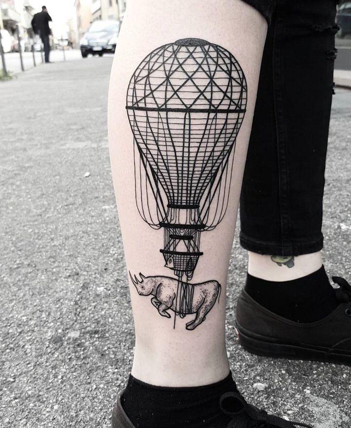 tatuaggio mongolfiera gamba