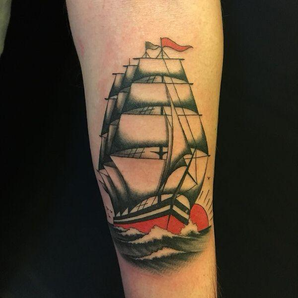 tatuaggio barca spalla