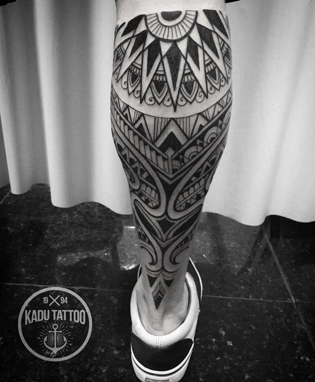 tatuaggio tribale moderbo