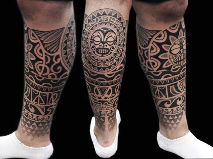 tatuaggio polinesiano polpaccio